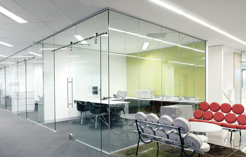 Glas-Innenbereich-Konferenzraum